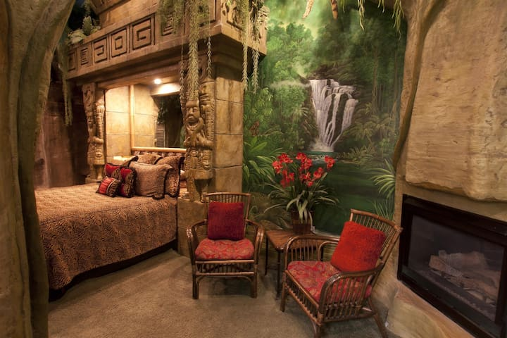 Themed Mayan Rain Forest Room at Black Swan Inn