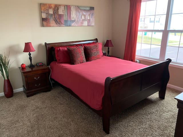 Private 5 Star Room & Bath Near Peoria