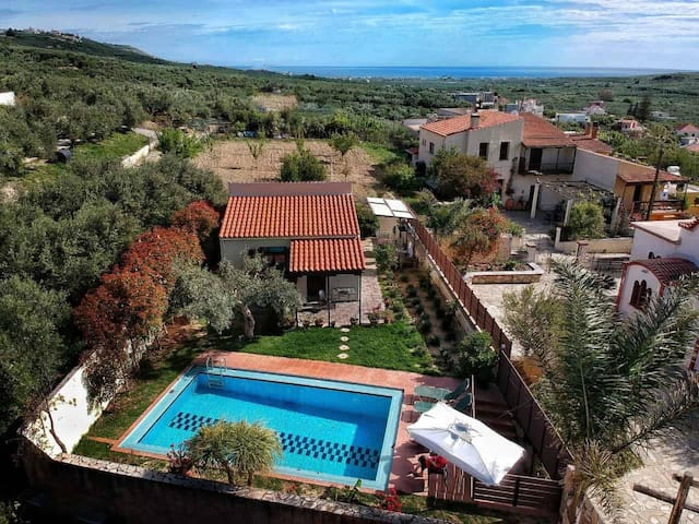 Ideally located Yiannis Cottage with eco pool!!!