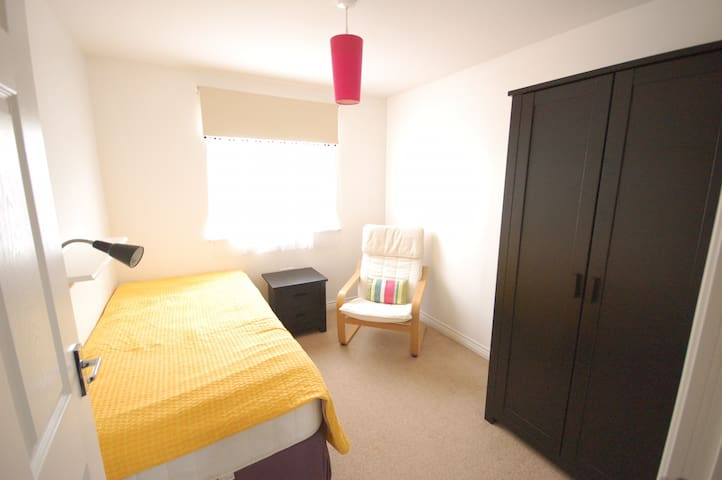 Single Room in a 2-bedroom flat with free parking