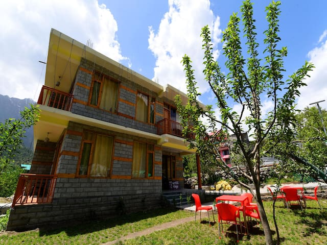 Adorable Mountain View 2 BHK Apartment, Manali