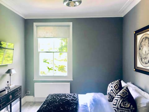 Bedroom with en suite shower. Room 5