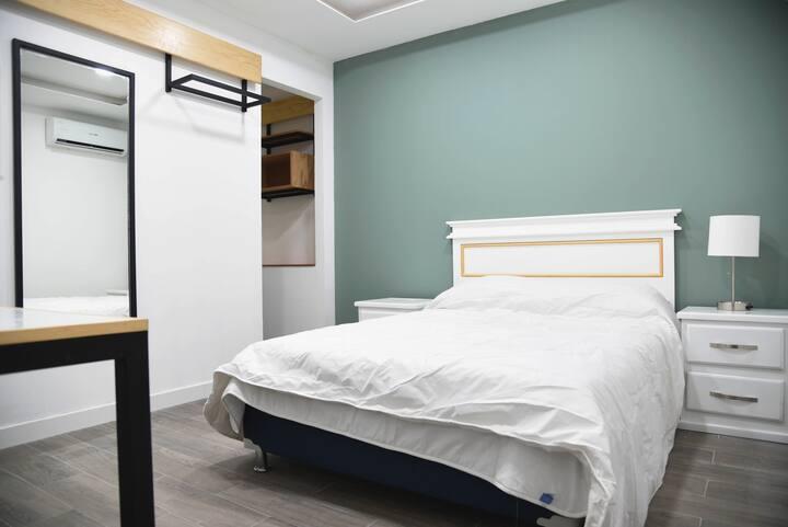 Casa moderna equipada como un pequeño hotel