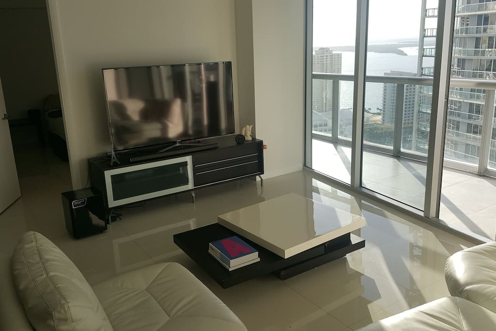 Luxury Master Bedroom In Icon Brickell Apartments For
