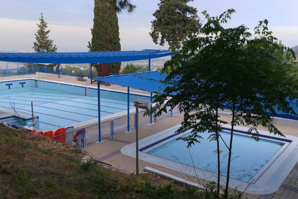 The nearby pool.