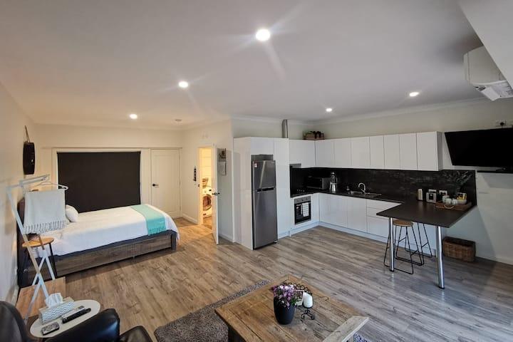 Studio Apartment nestled in the Vineyards