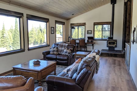 Moose Crossing Lodge, Hot Tub, Amazing Views!