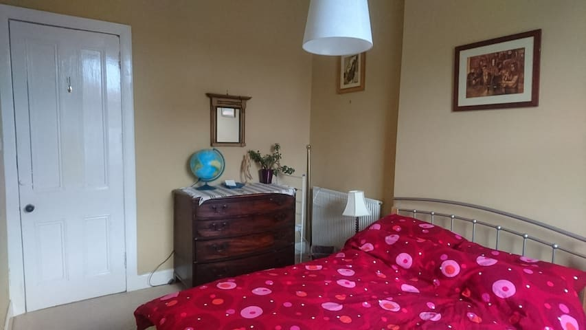 Bright, double bedroom. Handy for the city centre.