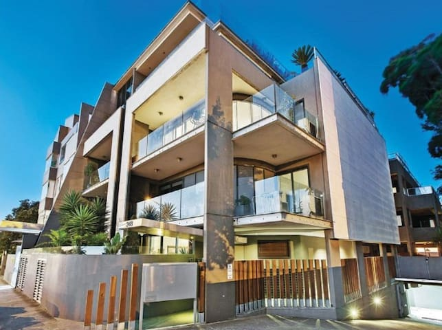 Exciting St Kilda and the BEACH on your doorstep!