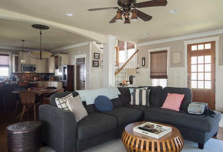 Beautiful 3 BR Walking Distance to Uptown