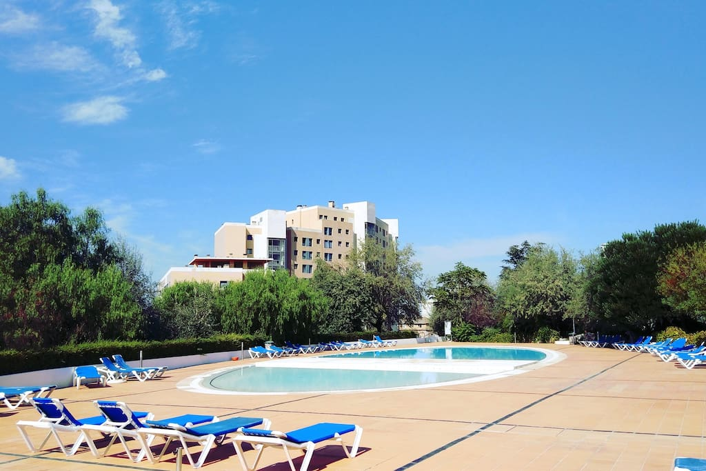 Relax POOL Aprt. for 4! FREE PARKING! Central Lisbon!
