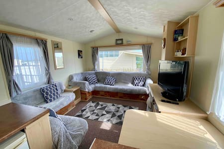 Cosy Caravan on Thornwick Bay