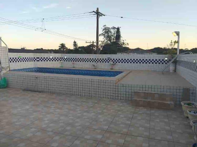 Casa com piscina 3 km da Praia
