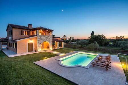 Beautiful Istrian villa on 23000 m2 property**** - Filipana - Huis