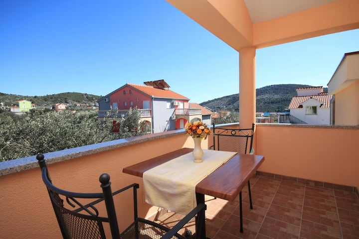 Studio flat with terrace and sea view Vinišće, Trogir (AS-8660-a)