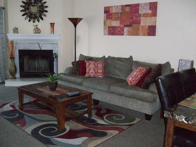 Newly Remodeled and Beautiful Decor-Sleeps 12 - Osage Beach - Condomínio