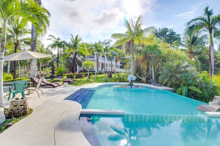 Jungle oasis with private pool, 10 min from beach