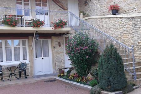 Aux Pierres Fleuries - Saint-Ythaire