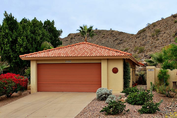 Mini Mansion! GREAT VIEWS. Backs to South Mountain