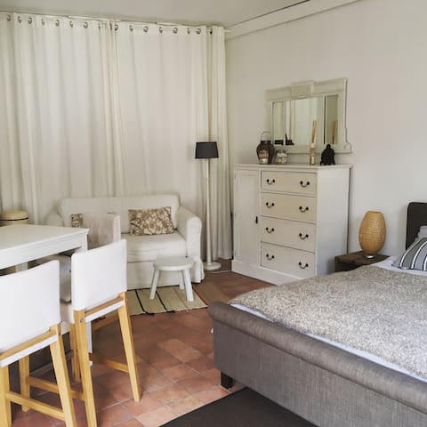 Cosy self-contained Guesthouse - Heemstede - Hospedaria