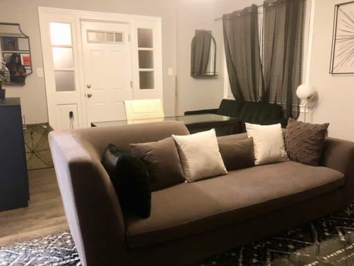 Cozy & Modernly Decorated Apt, Free onsite Parking