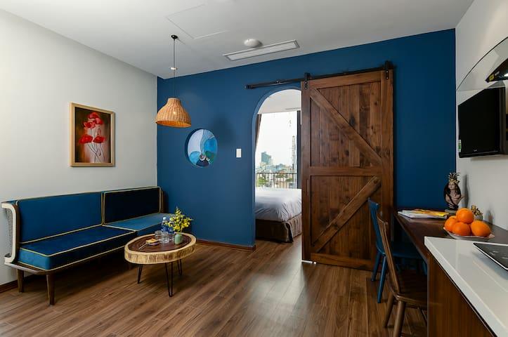 Tropical House*BRIGHT BLUE 1BR APT*City Center