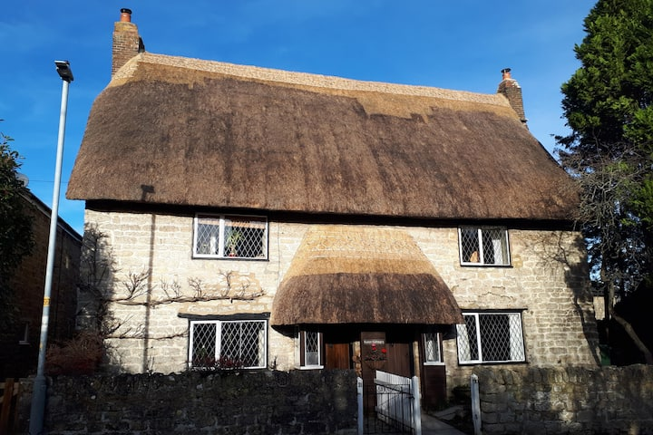 17th Century Thatched Cottage in Rural Wiltshire