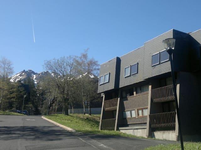 """Le bâtiment """"Les Narcisses"""" La loggia de l'appartement est au 1er étage gauche"""