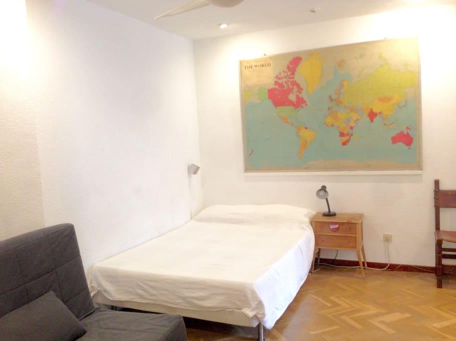 200 x 140 cm bed