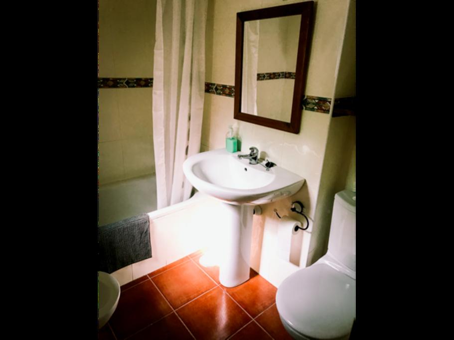 Baño habitación principal.