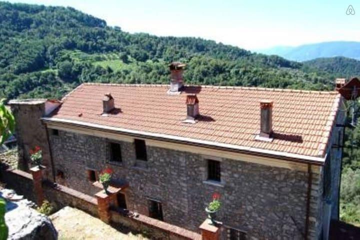 Antico casale immerso nel verde - Sarzana - Casa