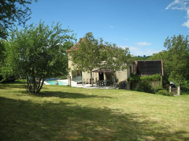 Chez Noisette - 5 bedrooms & 5 bathrooms-sleeps 11 - Saint-Denis-Catus - Rumah