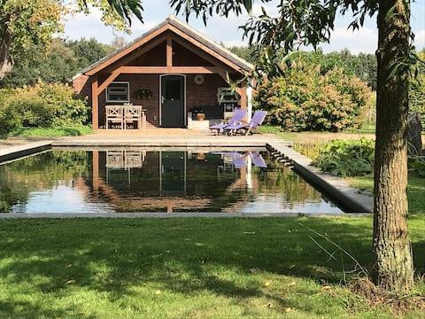 Baarle Nassau Huisje buitengebied aan Zwemvijver