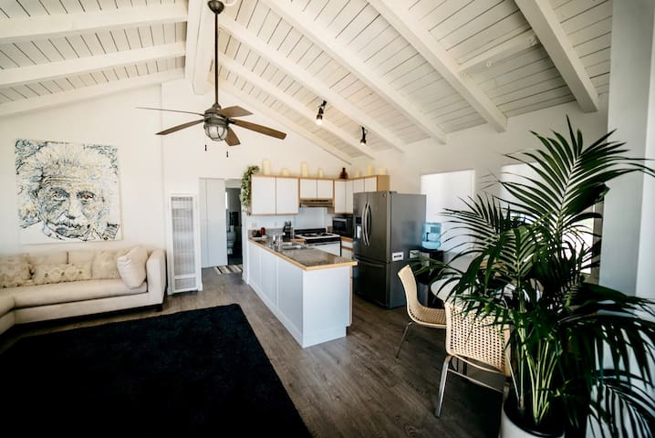 Newly Renovated Malibu cottage w/ beach access