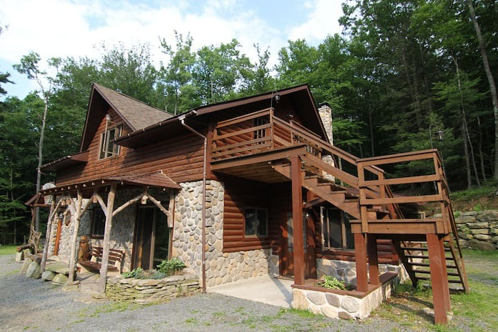 Rustic Lakefront on 31 acres - Paupack - Casa