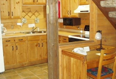 Rocky Top Log Cabin Open Year Round - Lake City - Cottage