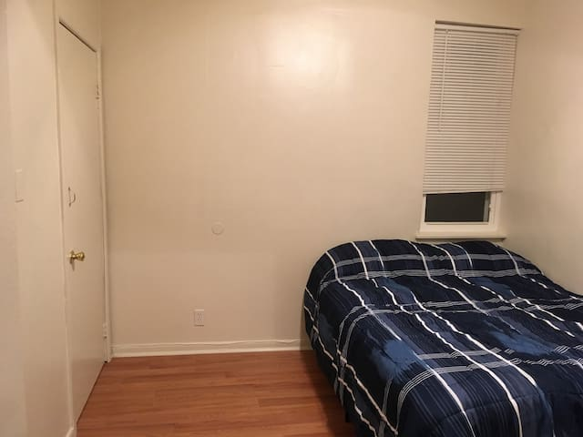 Clean private room in South Philly!