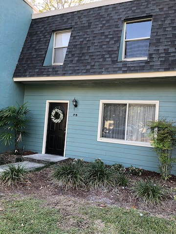 Beautiful Townhouse-just remodeled-Great location