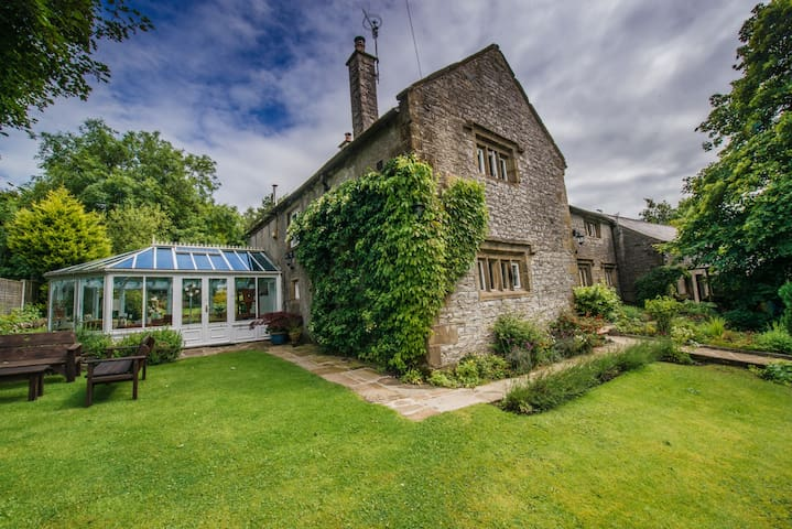 Vicarage Farm Bed & Breakfast - Monk's Dale room