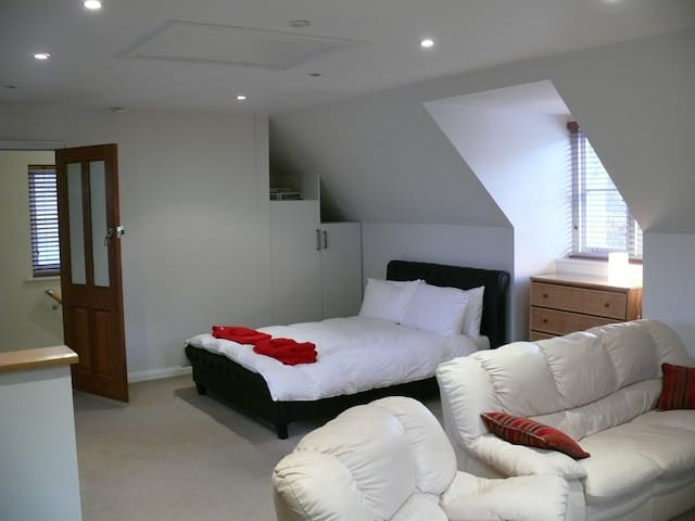 Studio Apartment - Sherfield on Loddon - Loft