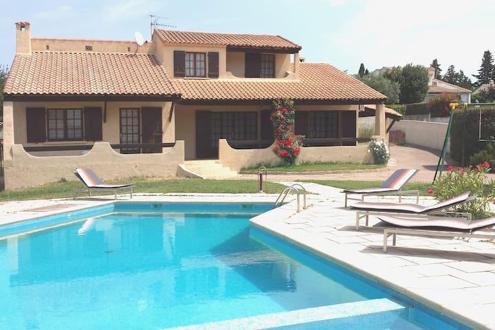Maison de 154 m² habitable avec piscine plein Sud - Gignac-la-Nerthe - Casa