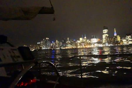 Boat! 10 mins from Manhattan! - Weehawken