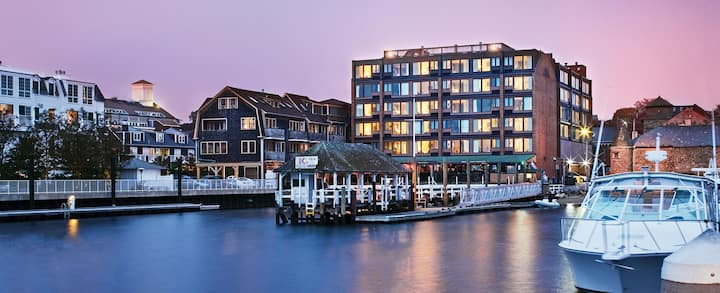 1 Bedroom Plus @ Wyndham Inn on the Harbor Newport