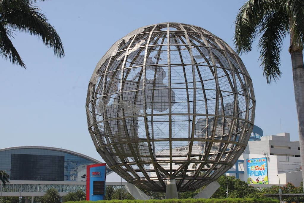 The unit is a few minutes walk to Mall of Asia.