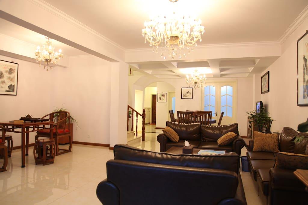 一楼茶室、客厅、餐厅
