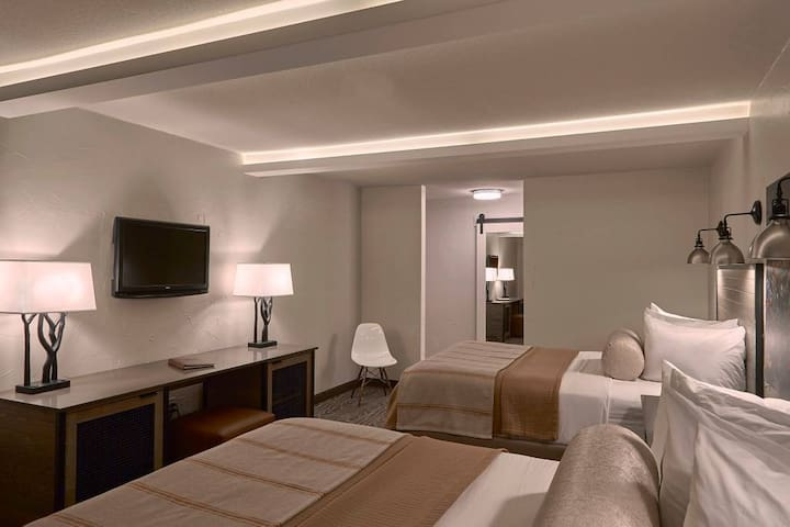 Fredericksburg Inn & Suites-Two Queen Room