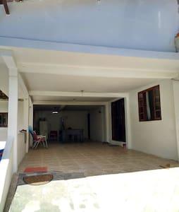 Casa ampla e confortável em próximo a praias
