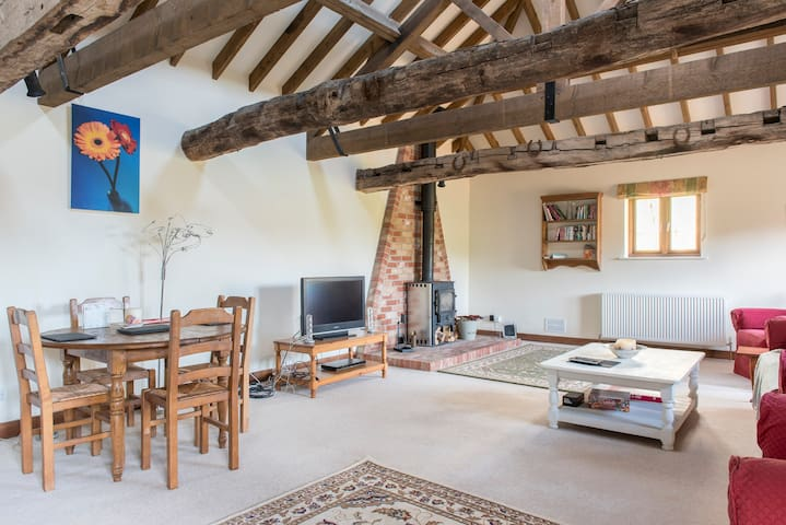Boutique Barn - detached & wonderful woodburner