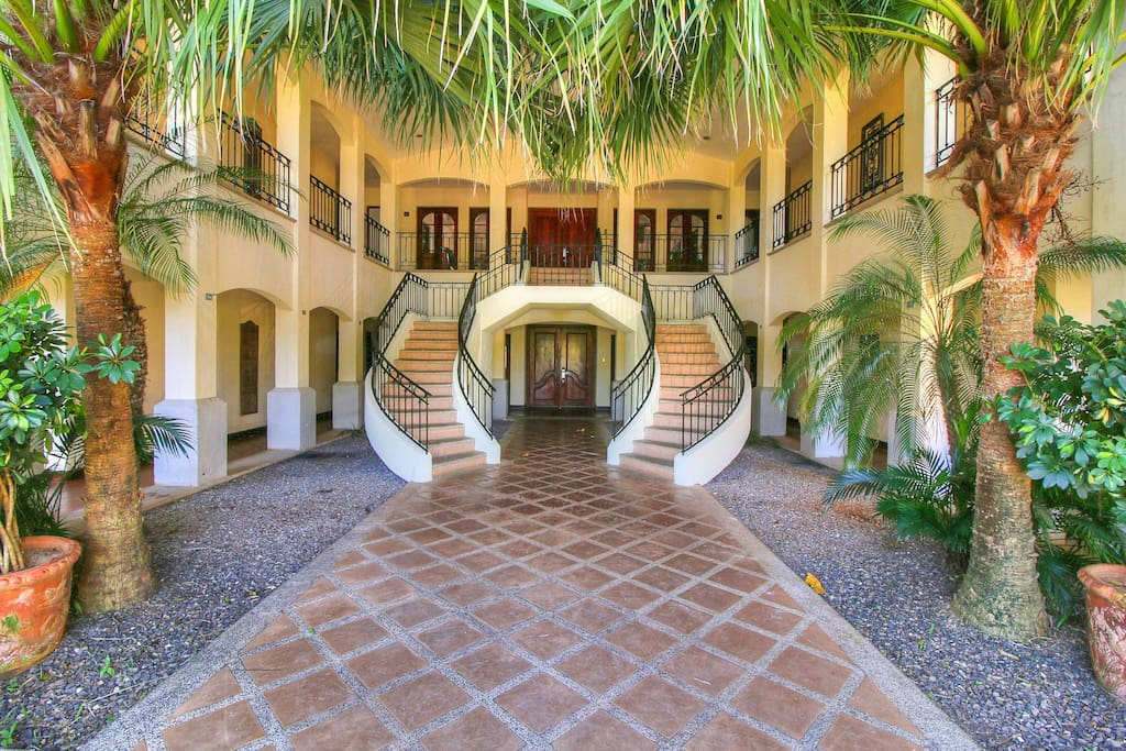 Grand entrance to Villa Tranquila