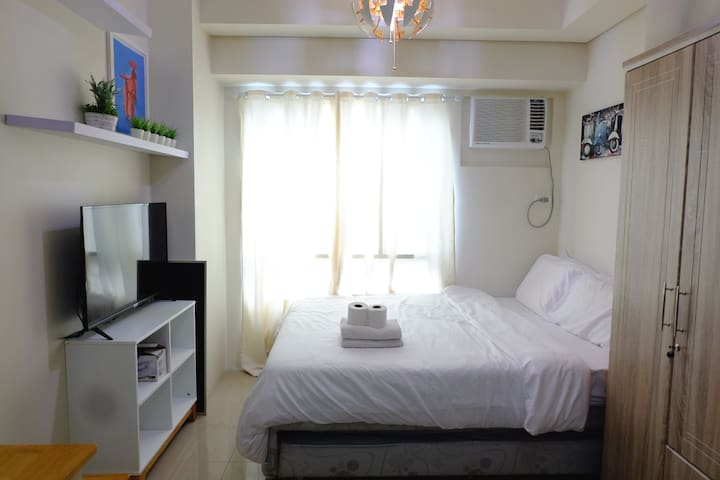 Minimalist studio unit in Makati near Greenbelt